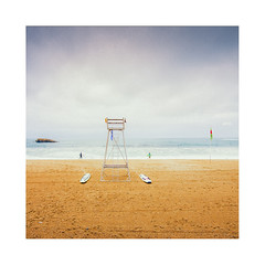 La chaise des maîtres nageurs. (Mathieu.L) Tags: biarritz plage beach chaise surfers surf ocean sand basque water waterscape