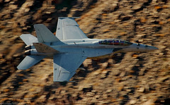 F-18 (EverydayTuesday) Tags: boeing fa18 fa18f superhornet lowflying jet fighter usnavy starwarscanyon jeditransition rainbowcanyon deathvalley canon 80d 100400 goldenhour