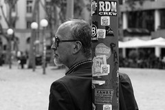 Undercover | The Man in Black (picsessionphotoarts) Tags: nikonfotografie nikonphotography nikon nikond850 natur festbrennweite primelens afsnikkor85mmf18g schnappschuss snapshot hamburg hamburgmeineperle thisishamburg portrait portraitphotography streetportrait schwarzweiss blackandwhite maninblack