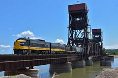 Wagons on the bridge (Robby Gragg) Tags: kjry prex fp9 1750 peoria