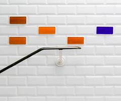 5 couleurs de blanc (Pi-F) Tags: mosaïque carrelage metro paris couleur rampe blanc symétrie géométrie carré