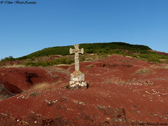 Le Rougier du sud Aveyronnais, le plus grand d' Europe !  Aveyron - Occitanie - France - Europe (Céline Bizot-Zanatta Photographie) Tags: blue light red summer sky france green landscape outside rouge evening europe cross stones lumière vert bleu ciel beauté terre pierres soirée été paysage extérieur croix naturelle aveyron végétation occitanie végétaux érosion rougier dourdou sudaveyron célinebizotzanatta ngc travelplanet