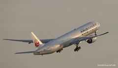 Boeing 777-300ER Japan Airlines - One World Livery (Moments de Capture) Tags: boeing 777300er 777 b777 japanairlines aircraft plane avion aeroport airport spotting lfpg cdg roissy charlesdegaulle onclejohn canon 5d mark3 5d3 mk3 momentsdecapture