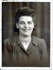IMG_0100 Geoff Spafford RIP old B&W Family Photos. Unknown Lady Portrait 1 Aug 1945 (photographer695) Tags: geoff spafford rip old bw family photos unknown lady portrait 1 aug 1945