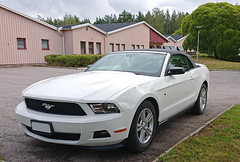 2012 Ford Mustang 6.0 Cab (crusaderstgeorge) Tags: crusaderstgeorge classiccars cars 2012fordmustang60cab 2012 ford mustang 60 cab americancars americanclassiccars americancarsinsweden whitecars cabriolet