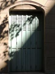 Half shadow EXPLORED! (Shahrazad26) Tags: door deur porte tür castelbéranger paris parijs guimard architectuur architecture frankrijk france frankreich artnouveau