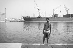 Santiago (Marcos Núñez Núñez) Tags: street national barco veracruz puerto streetphotography streetphotographer nadador blackandwhite bw blancoynegro mx canon canoneosrebelt5