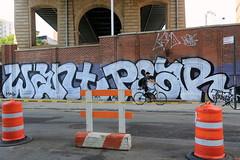want pear (Luna Park) Tags: ny nyc newyork manhattan chinatown graffiti want wanto 246 pear d30 lunapark bollards bike