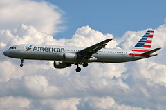 N187US American A321-211 at KCLE (GeorgeM757) Tags: n187us american diversion aircraft aviation airport airbus a321114 kcle clevelandhopkins georgem757 canon70d landing