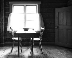 En attendant/Waiting/Att vänta (Elf-8) Tags: finland turku museum openairmuseum historic houses old interior chair table wood floor monochrome vintage