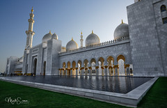 A masterpiece of the architect Yousef Abdelky (marko.erman) Tags: abudhabi yousefabdelky uae mosque grandmosque cheikhzayed architecture architect masterpiece beautiful famous travel sony backlight wide angle largecomplex worship religion