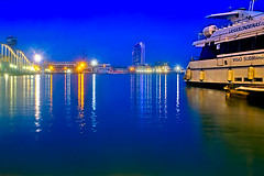Port Vell - nightfall (Fnikos) Tags: port porto puerto harbour harbor sea mar mare seascape water waterfront color colour colores colours colors shadow shadows reflections sky cielo skyscape building architecture tower bridge puente pont ship boat outside outdoor
