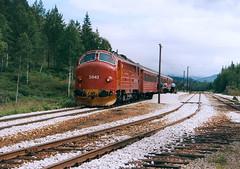 NSB Di 3 643 (Stig Baumeyer) Tags: diesellocomotive diesel diesellokomotive diesellok diesellokomotiv nohab nohabgm nydqvistholm nsb norgesstatsbaner nsbdi3 di3 di3b nsbdi3b generalmotors gm gm16567 electromotive emd trollhättan nordlandsbanen passengertrain personenzug persontog lassemoen