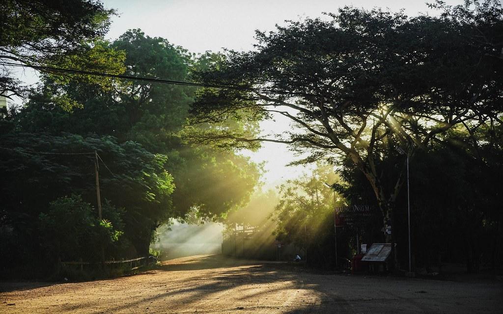 Ray sáng trên đường đi lạc ở Bagan