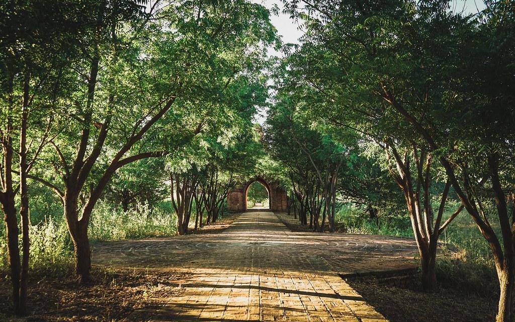 Công tu viện bỏ hoang Shin Byu Shin