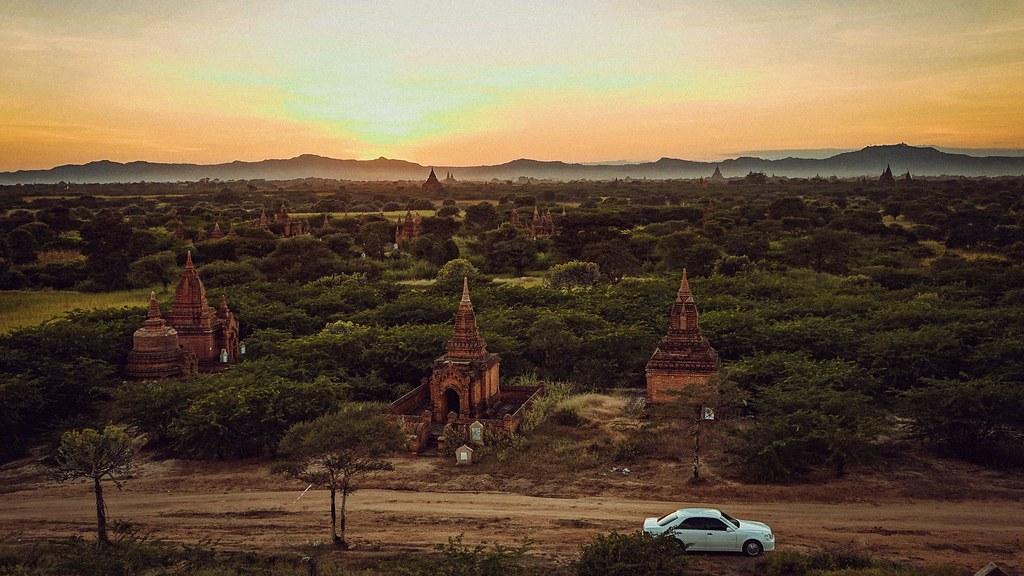 Mặt trời lặn ở Bagan