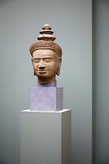 Sourire (Gerard Hermand) Tags: 1804012894 gerardhermand france paris canon eos5dmarkii guimet museum musee sculpture tete head sourire smile socle pedestal asiatique asian
