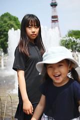 SAKURAKO and SAKIKO. (MIKI Yoshihito. (#mikiyoshihito)) Tags: sakurako 櫻子 さくらこ 娘 daughter サクラコ 長女 10歳9ヶ月 eldestdaughter sakiko 咲子 さきこ サキコ 次女 3歳7ヶ月 secondeldestsister japan hokkaido sapporo 札幌 北海道 大通公園 odoripark