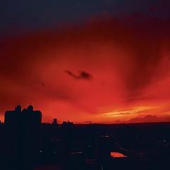 紅透半邊天 (digo&竹竿) Tags: hipstamatic 火燒雲 雲 天空 台中市 taiwan taichung