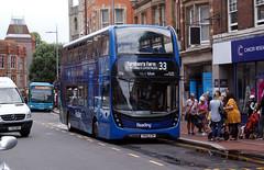 berks - reading buses 704 town centre 07-8-19 JL (johnmightycat1) Tags: bus reading berkshire