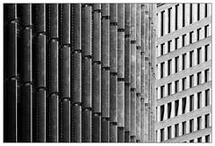 Fassaden | facades (frodul) Tags: abstrakt architektur ausenansicht detail fassade gebäude gebäudekomplex gestaltung konstruktion kurve linie outdoor schatten verwaltungsgebäude bw einfarbig monochrom sw berlin sonnenschutz hotel architecture