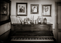 4 generations, 1 piano (*BegoñaCL) Tags: piano picture book candle door blackwhite memories family wood portrait begoñacl carloslerena alesón berceo old