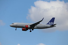 SAS EI-SII LHR 05/08/19 (ethana23) Tags: planes aviation avgeek aeroplane aircraft airplane airbus a320 a320neo sas