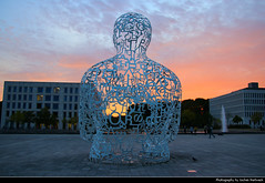 Body of Knowledge Statue, Frankfurt, Germany (JH_1982) Tags: letters sky buchstaben body knowledge statue art sculpture jaume plensa yellow orange red sun glow silhouette silhouettes sunset ocaso sonnenuntergang coucherdesoleil pôrdosol tramonto закат zonsondergang zachódsłońca solnedgång solnedgang auringonlasku apus залез matahariterbenam mặttrờilặn 日落 日没 purple blue cloud clouds cloudy wolken goethe universität university campus frankfurt frankfurter francfort fráncfort francoforte meno 美因河畔法兰克福 フランクフルト フランクフルト・アム・マイン франкфурт hessen hesse germany deutschland allemagne alemania germania