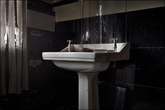 Abandoned Bathroom (ducatidave60) Tags: fuji fujifilm fujinonxf23mmf14 fujixe3 abandoned decay dereliction