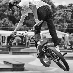 Freestyle BMX (REVIT PHOTO'S) Tags: superior bmx bicycle stunt beauty bw monochrome