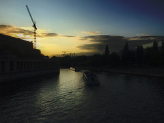 Take me to the river (Renate R) Tags: berlin spree museumisland river evening boats museumsinsel fluss abend wolken baukräne