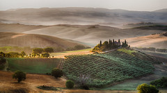 (Magdalena Roeseler) Tags: landscape italy toscana hügel weite travel alone colour color fog morning sun sunset sunrise olympus zuiko omd em1 beautiful