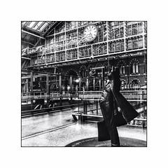 St-Pancras International (Jean-Louis DUMAS) Tags: architecte architecture london londres building nb black white noir et blanc bw people photoadd gare station structure