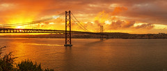 Heading Lisbon at sunset (P H O T O W A H N) Tags: portugal panorama sunset lisbon lissabon tejo skyline sonnenuntergang tagus river tajo ponte 25 de abril stadt city hauptstadt pano stimmungsvoll infrastruktur europa verkehr hängebrücke wahrzeichen landmark almada viewpoint aussichtspunkt