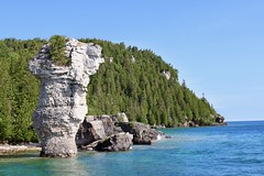 Big Flowerpot by the island on Georgian Bay (daveynin) Tags: rockpillars seastack geology island blueheroncruises fathomfive nationalmarinepark brucepeninsula flowerpot bay georgianbay