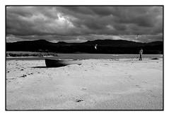 Contrast n. 16 (Franco & Lia) Tags: baiadellemimose foce coghinas sardegna sardinia contrast contrasto biancoenero blackwhite noiretblanc schwarzundweiss barca boat sand sabbia beach spiaggia