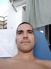 cambios de look (Joan Pau Inarejos) Tags: selfie piscina afeitado pelado rapado toalla