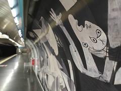Picasso en el metro (Joan Pau Inarejos) Tags: madrid españa 2019 madridciudad madridcapital verano agosto vacaciones antológica antológicas antología