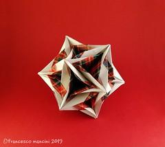 Split (mancinerie) Tags: origami modularorigami papiroflexia paperfolding papierfalten polyhedra icosahedron francescomancini mancinerie paper kusudama carta
