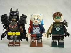 70840 - DC characters (fdsm0376) Tags: lego set review movie 70840 apocalypseburg welcome liberty statue postapoc emmet lucy wildstyle batman green lantern harley quinn scribble cop decay