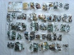 70840 - Content (fdsm0376) Tags: lego set review movie 70840 apocalypseburg welcome liberty statue postapoc emmet lucy wildstyle batman green lantern harley quinn scribble cop decay