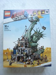 70840 - Box (fdsm0376) Tags: lego set review movie 70840 apocalypseburg welcome liberty statue postapoc emmet lucy wildstyle batman green lantern harley quinn scribble cop decay
