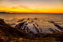 Baskenland0201Sopela (schulzharri) Tags: baskenland basque spanien spain espana bilbao reise travel strand beach meer ocean atlantik sonnenuntergang felsen rock water himmel wasser sky