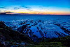 Baskenland0200Sopela (schulzharri) Tags: baskenland basque spanien spain espana bilbao reise travel strand beach meer ocean atlantik sonnenuntergang felsen rock water himmel wasser sky