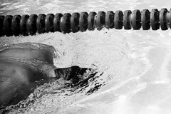 Training (tiltdesign2016) Tags: olympusom2n tokina135mm analogphotography bw rolleirhsdc19 kodaktrix400 plustekopticfilm7600ise sport schwimmbad schwimmen wuppertal wasserfreundewuppertal1883ev olympiavorbereitung