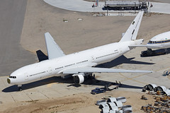 N643BC, Boeing 777-212ER, Victorville - California (ColinParker777) Tags: n643bc boeing b777 b772 b77e b777200 b777212 777 772 77e 777212 777200 triple seven airplane plane airliner aeroplane aviation singappore airlines airways air vim scoot 9vsqh 9vote vpbvy sia sq tr tz nn mov tgw sco dismantle scrap parts spares retire retirement retired old bankrupt defunct vcv kvcv victorville california usa united states america socal desert boneyard storage stored stripped white whitetail canon 5dsr 100400 l lens zoom telephoto pro