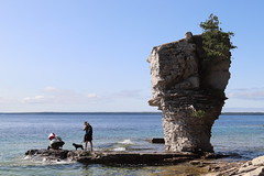 Step on the huge rock boulder to see Small Flowerpot (daveynin) Tags: fathomfive brucepeninsula nationalpark canada ontario lake bay seastack rocks rockpillars georgian