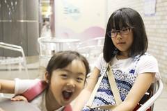 SAKURAKO and SAKIKO. (MIKI Yoshihito. (#mikiyoshihito)) Tags: sakurako 櫻子 さくらこ 娘 daughter サクラコ 長女 10歳9ヶ月 eldestdaughter sakiko 咲子 さきこ サキコ 次女 3歳7ヶ月 secondeldestsister