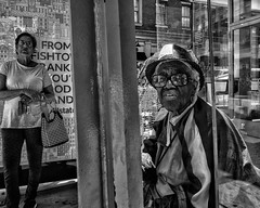 Chestnut Street, 2018 (Alan Barr) Tags: philadelphia 2018 chestnutstreet street sp streetphotography streetphoto blackandwhite bw blackwhite mono monochrome candid city people panasonic gx9