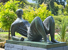 RSH Wisley 006_6509 (Mike Snell Photography) Tags: royalhorticulturalsociety rhs rhswisley wisley garden gardens flowers flora floral shrub plants nature environment conservation surrey england horticulture henrymoore sculpture sculptor statue